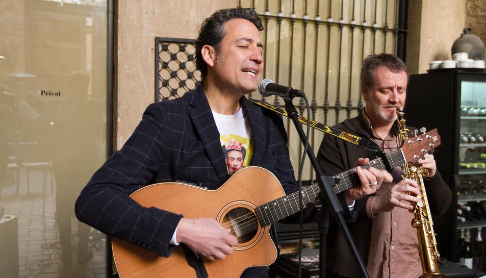 Imatge d'arxiu de Luri i un músic durant un concert.