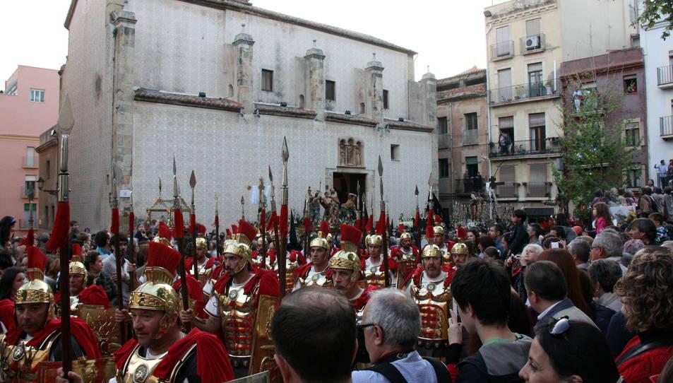 Els Armats de la Sang sortint de l'església de Natzaret, durant la processó de Divendres Sant.