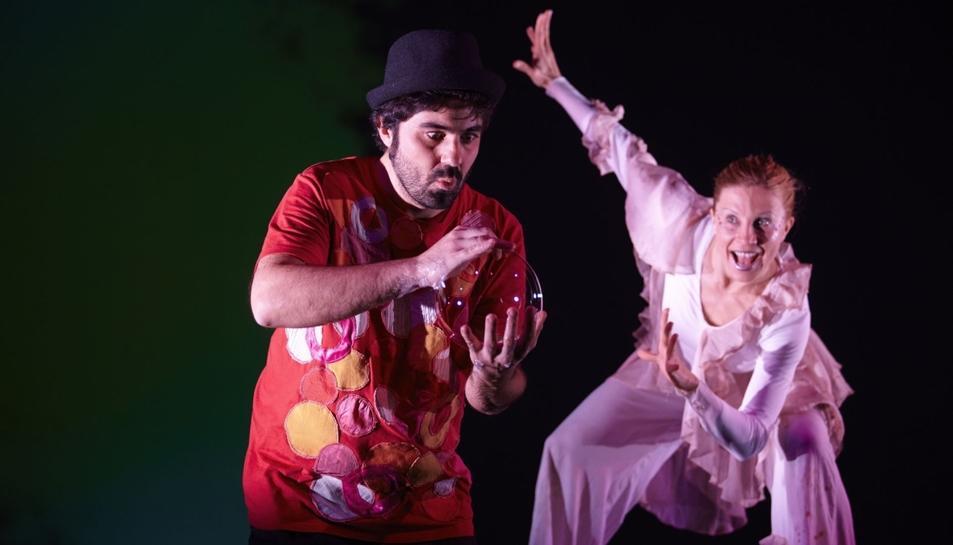 Imatge de l'espectacle 'Bombolles de paper'.