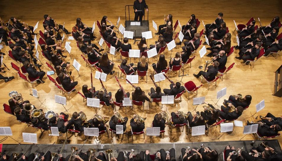 Les bandes van actuar conjuntament amb un repertori creat per l'ocasió.