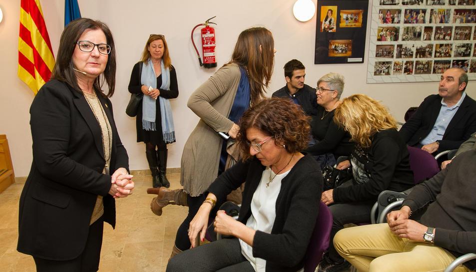 Camí Mendoza durant la conferència a la sala d'actes del Centre Cultural de Cambrils.