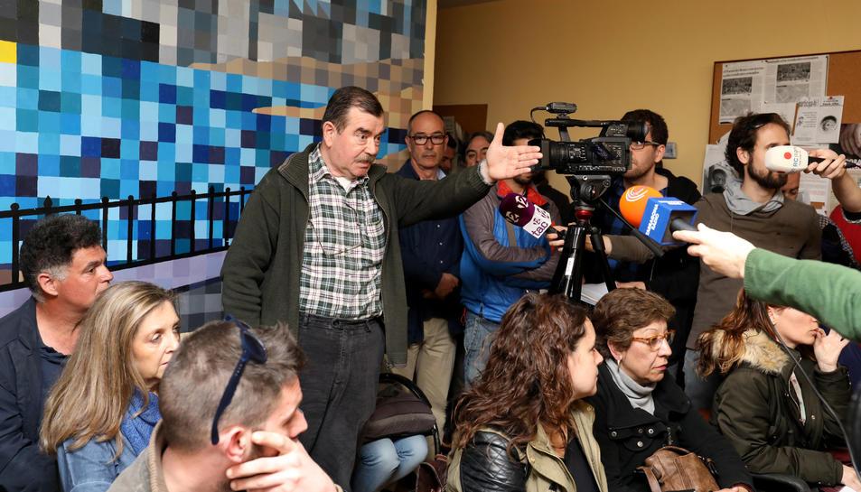 Andreu Ximenis, de Farts de Soroll, durant la roda de premsa dels veïns celebrada dimarts.