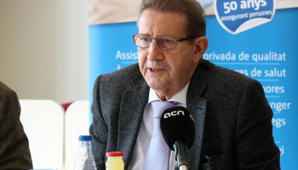 Pla mig del president de FERRMED, Joan Amorós, intervenint en un esmorzar organitzat per l'ADEPG, el 15 de març de 2017