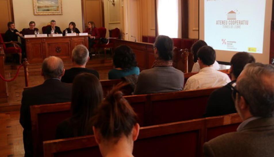 Presentació de l'Ateneu Cooperatiu de les Terres de l'Ebre a la sala de plens de l'Ajuntament d'Amposta.