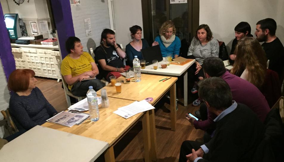 Un moment de la primera reunió, que ha tingut lloc aquest dimecres al vespre.