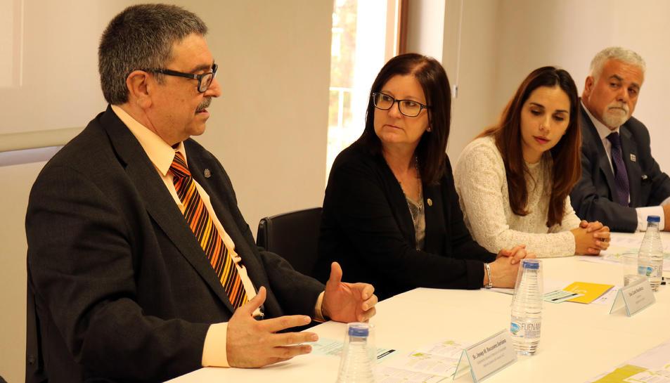 Camí Mendoza, a la dreta, durant la presentació de l'OMIC.