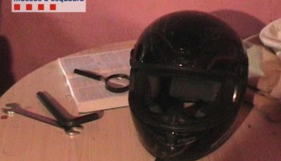 Imatge del casc que el lladre utilitzava per amagar el seu rostre en els atracaments.