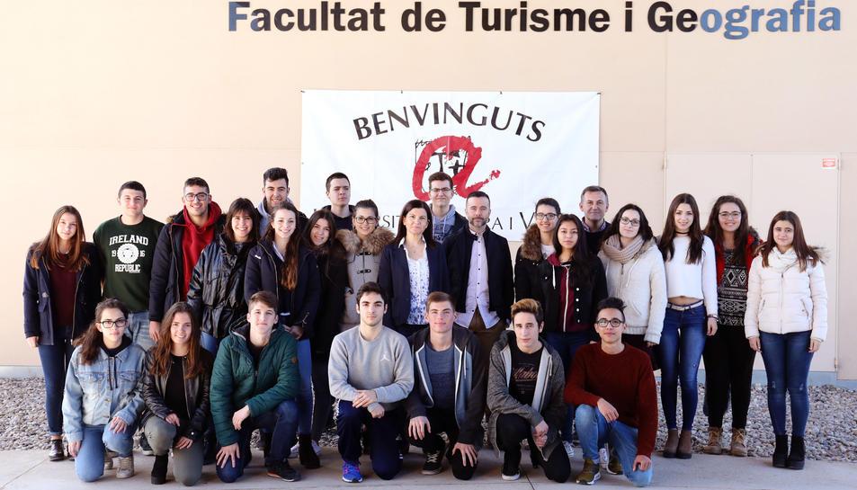 Durant tot aquest mes els alumnes de batxillerat dels dos instittus de Vila-seca estan realitzant visites guiades per conèixer les instal·lacions i serveis que els ofereix el CRAI del Campus Vila-seca.