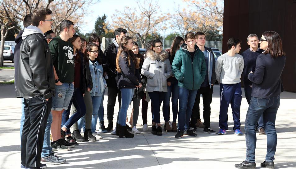 Durant tot aquest mes els alumnes de batxillerat dels dos instituts de Vila-seca estan realitzant visites guiades per conèixer les instal·lacions i serveis que els ofereix el CRAI del Campus Vila-seca.