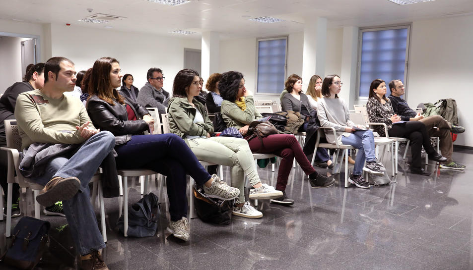 Durant la sessió diverses persones van explicar les seves pròpies experiències.