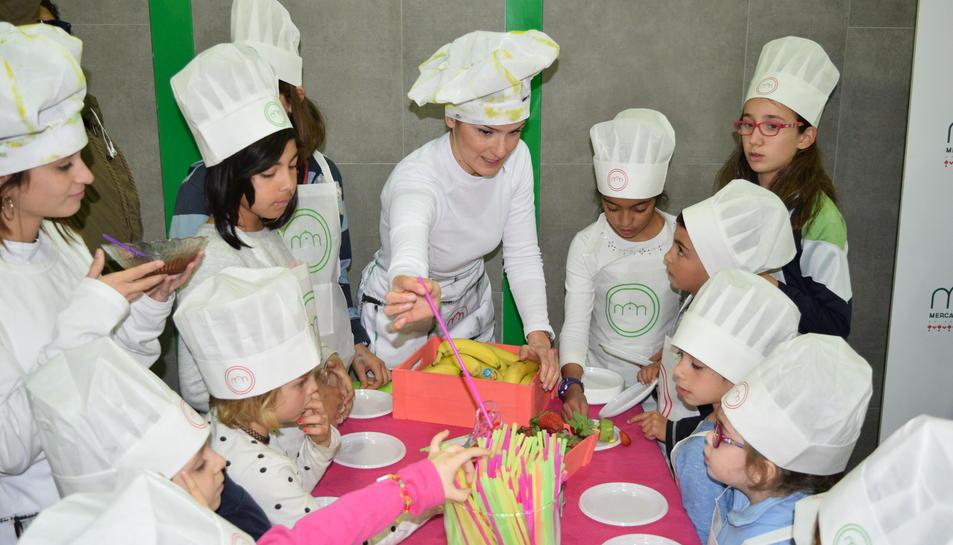 Fotografia de l'activitat de gastronomia infantil.