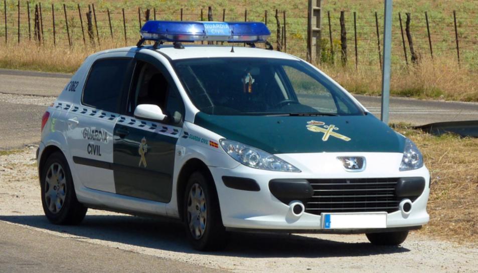 Durant el registre de la Guàrdia Civil es van trobar efectes personals ensangonats i documentació relacionada amb el fet.