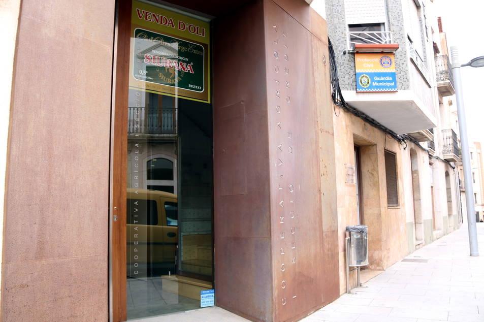 Imatge de l'entrada de la Cooperativa de La Canonja.