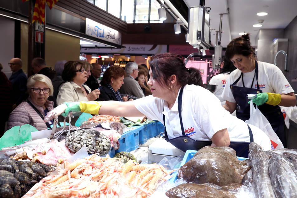 El nou Mercat Central compta amb 10 parades de peix i marisc, 16 de carn, 8 de fruita i verdura i 6 de pesca salada, bars i fleques.
