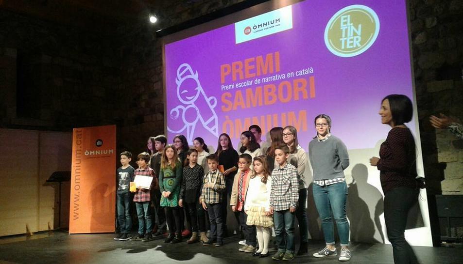 Alguns dels nens que opten al premi.