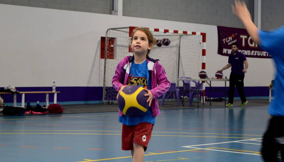 Los pequeños disfrutan del baloncesto