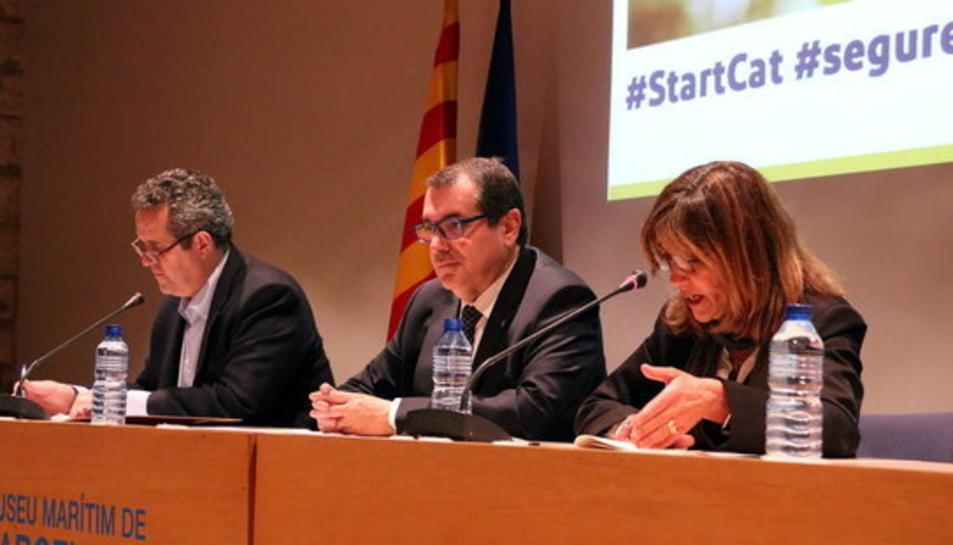imatge del conseller d'Interior, Jordi Jané, al centre entre Joaquim Forn i la senadora Beth Abad. Imatge del 20 de març del 2017. (horitzontal)
