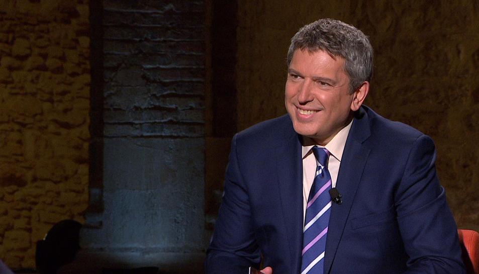 Josep Puigbó és l'encarregat de dirigir les entrevistes en profunditat en el programa televisiu.