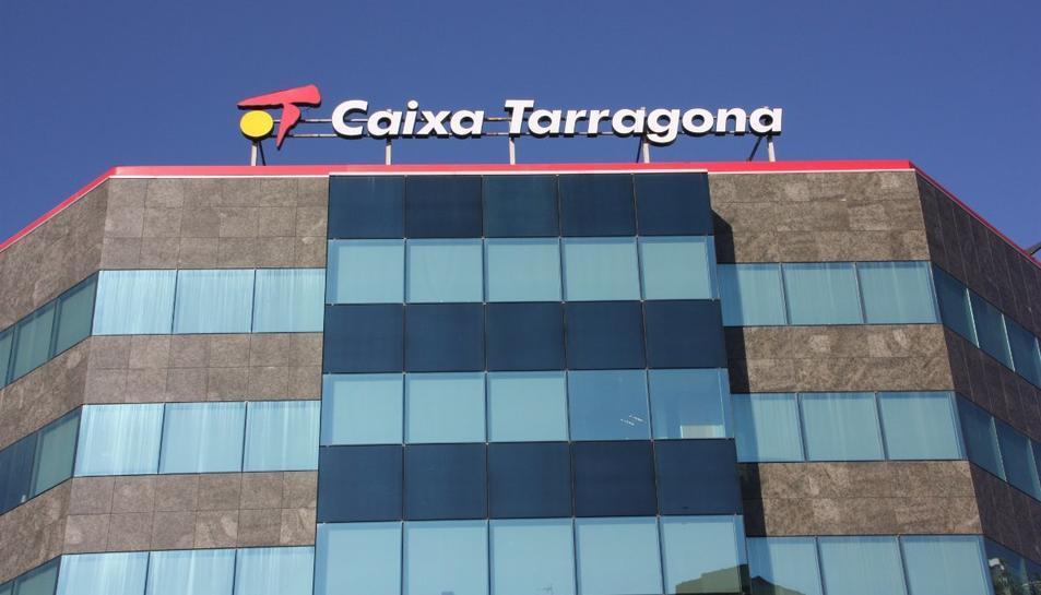 Imatge d'arxiu de l'antic edifici de Caixa Tarragona a la ciutat.