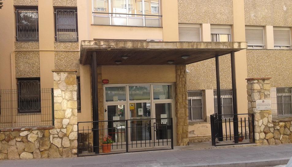 Façana de la Resdència Sant Jordi, ubicada davant de la Casa Bloc de Guad-el-Jelú.