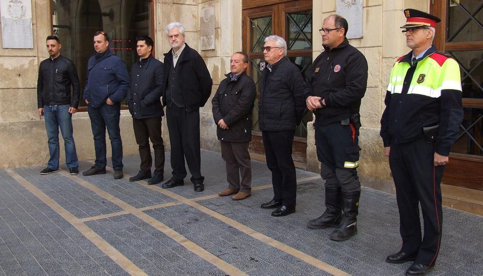 Minut de silenci a l'Ajuntament del Vendrell.