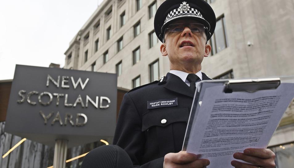 El cap de la unitat antiterrorista de la Policia de Londres, Mark Rowley, durant la seva compareixença davant els mitjans de comunicació a la Scotland Yard.