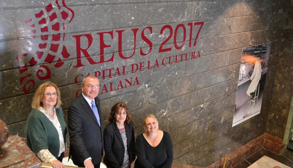 Imatge de l'alcalde de Reus, Carles Pellicer, la vicepresidenta de la CCMA, la regidora de Cultura i la comissària de la CCC Reus 2017