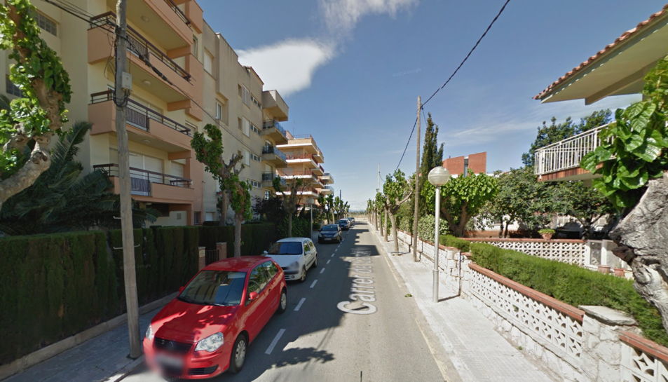 El jove va caure quan baixava per la façana d'un edifici situat al carrer Cambrils de Salou.