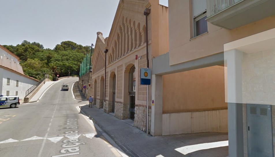 Imatge de l'edifici de la Policia Local de Tortosa.