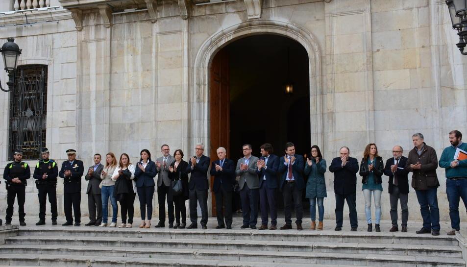 Minut de silenci a l'Ajuntament de Tarragona.