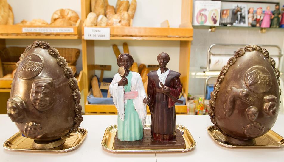 Els Gegants Japonesos i l'ou de la Capital de la Cultura Catalana Reus 2017 ja tenen figura de xocolata.