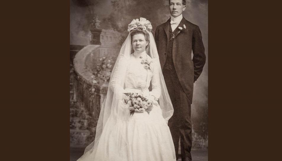 Imatge d'arxiu d'una foto de casament antiga.