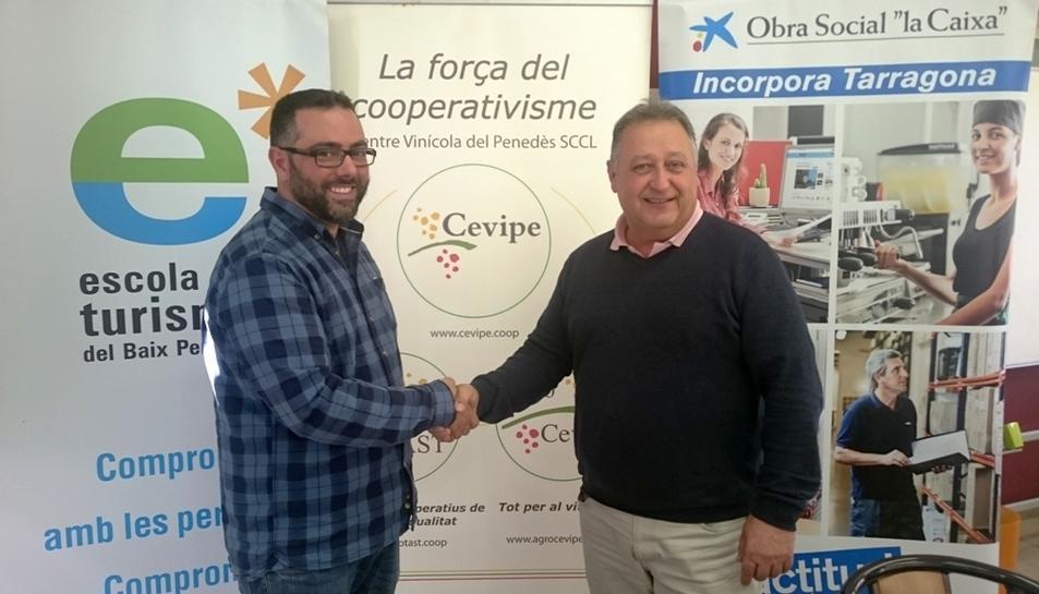 Responsables de l'escola d'hosteleria i de CEVIPE, que han formalitzat l'acord.