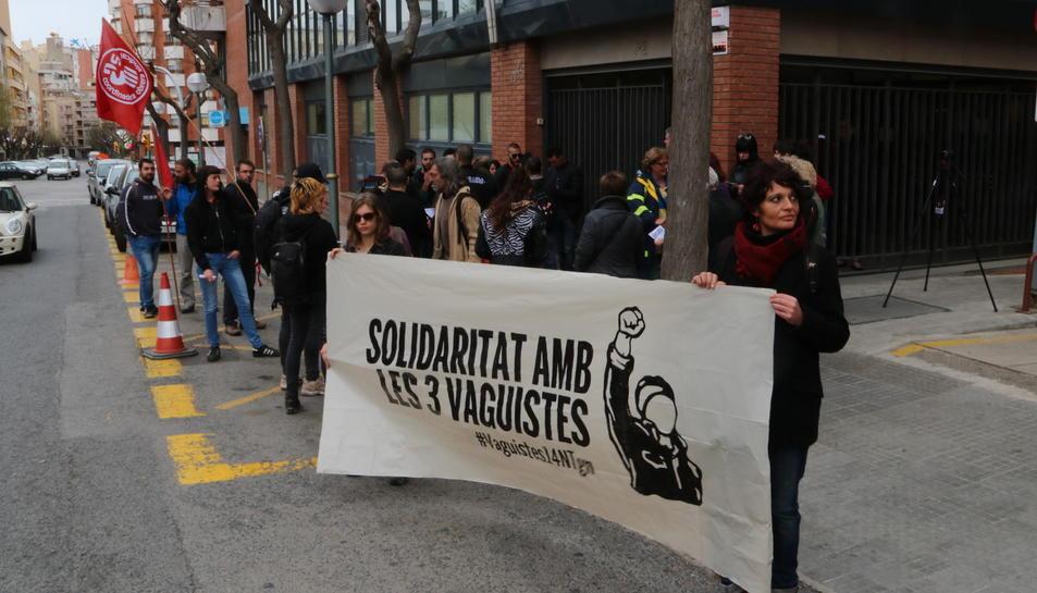 Concentració de l'Esquerra Independentista davant del Jutjat Penal número 1 de Tarragona.