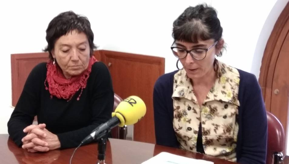 Marta Llorens, a la dreta, i Mariona Quadrada, a l'esquerra, durant la roda de premsa d'aquest divendres.