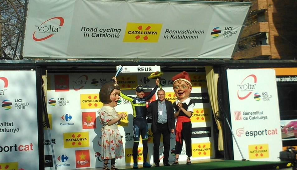 Els Nanos i l'alcalde han rebut els ciclistes.
