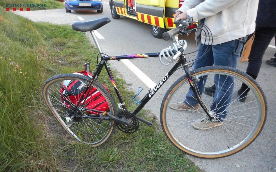 Així va quedar la bicicleta després del xoc.