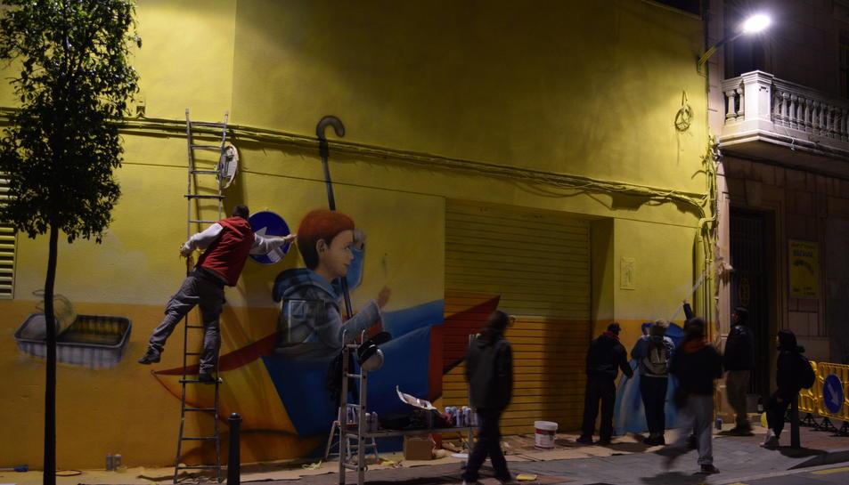La temàtica del mural girava entorn el reciclatge dels envasos.