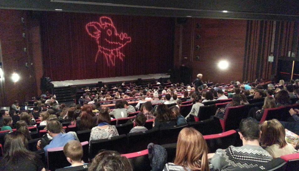 Imatge de la sala del Teatre Tarragona just abans d'iniciar-se la representació.