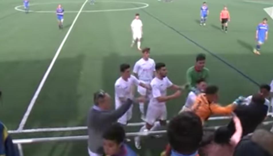 Un jugador del Prat es va encarar amb la graderia i es va iniciar una baralla.