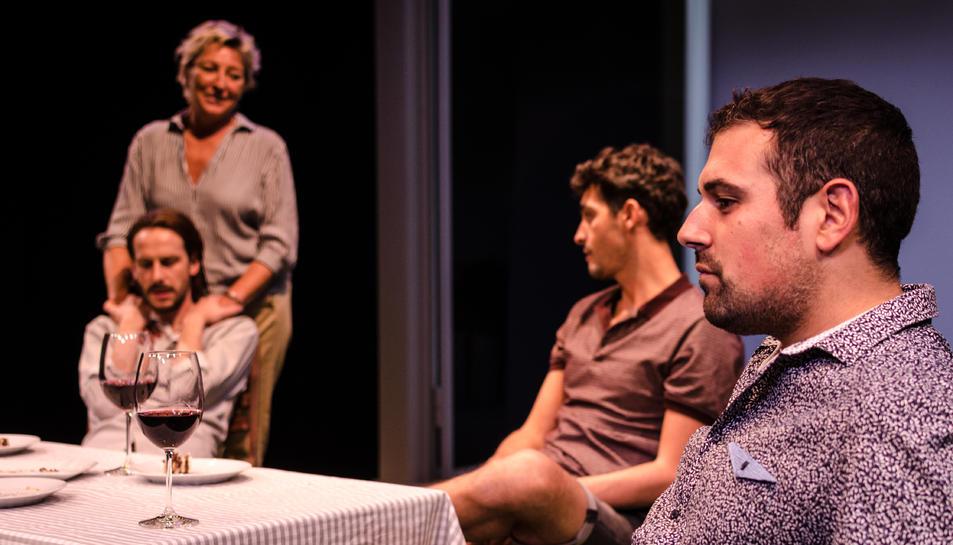 Els actors de Cúbit a escena, en una de les darreres representacions.