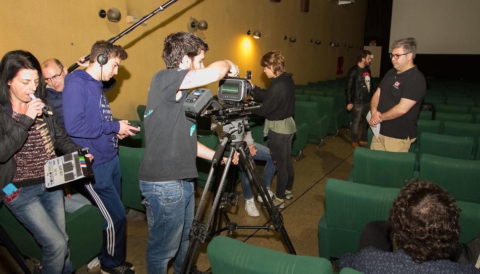 Alumnes de l'Escola de Cinema de Reus empren les instal·lacions com a localització en una cinta.
