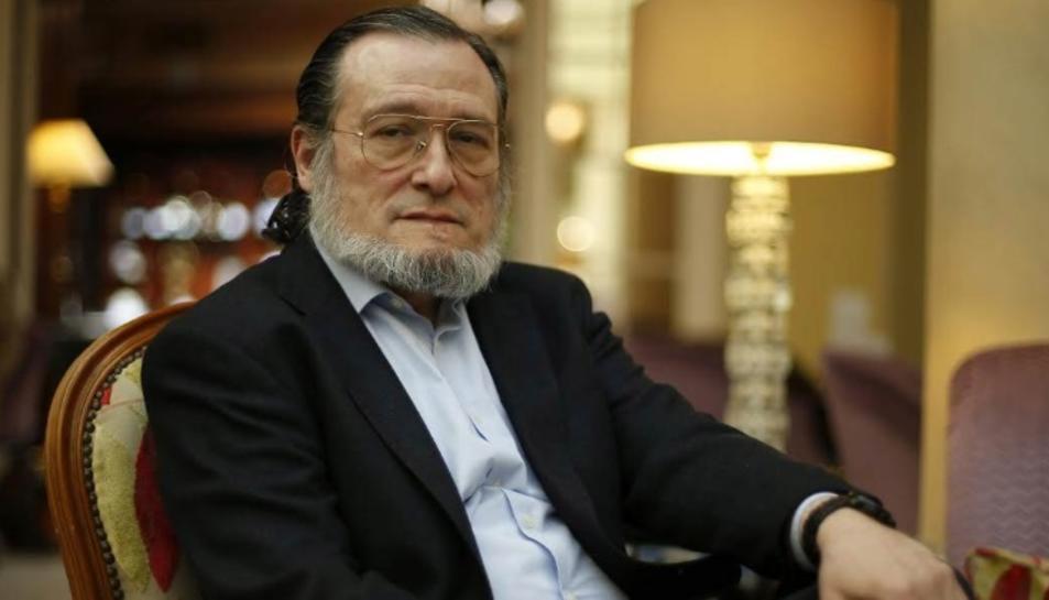 El professor Niño Becerra,