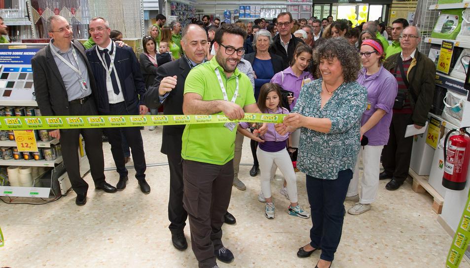 Inauguració del nou establiment de l'empresa de bricolatge AKÍ a Altafulla.