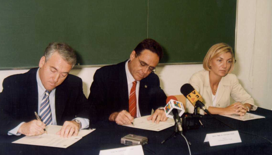 El dia 18 de març de 2002 es va signar el conveni que el va fer possible. D'esquerra a dreta Josep Poblet, Lluís Arola i Mercedes de Pablo.
