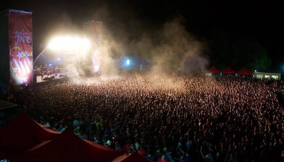 Un dels concerts de l'Acampada Jove 2016 amb gran assistència de públic.