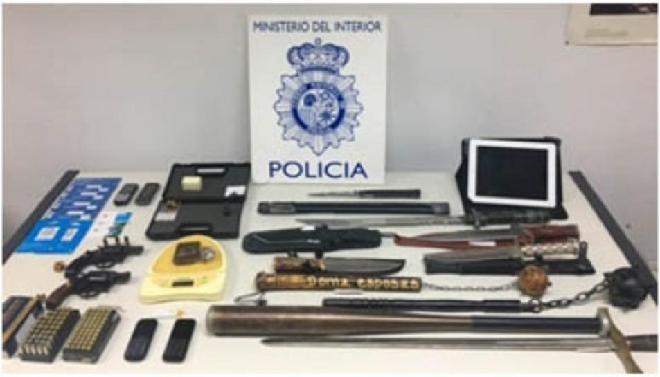 La policia va trobar diverses armes a un habitatge del Morell.