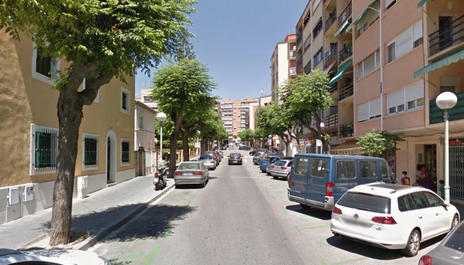 L'home es trobava a l'interior d'un portal del carrer Pin i Soler.