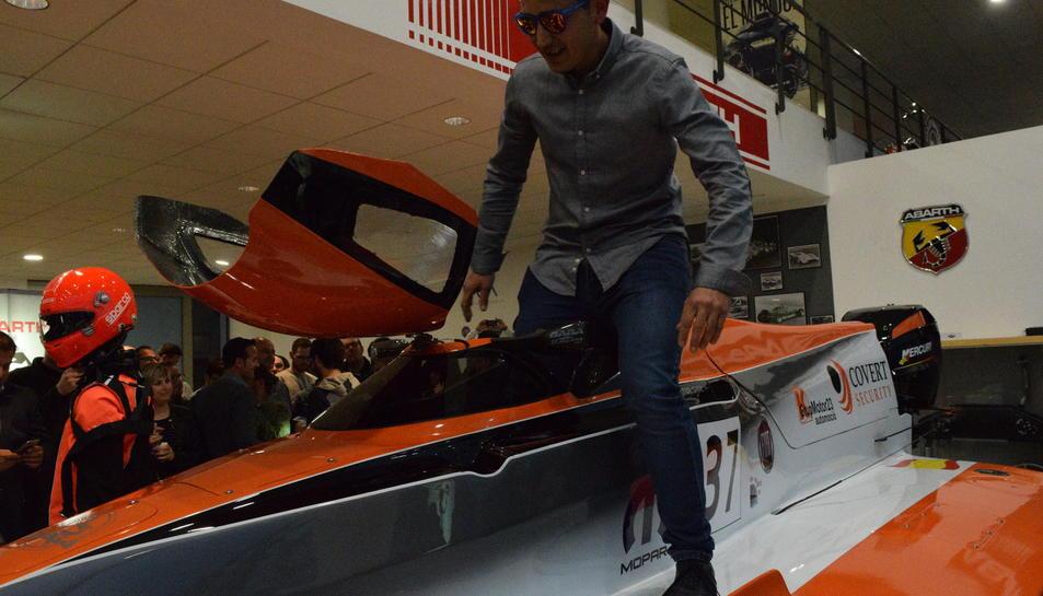 Héctor Sanz, amb el seu espectacular vehicle.