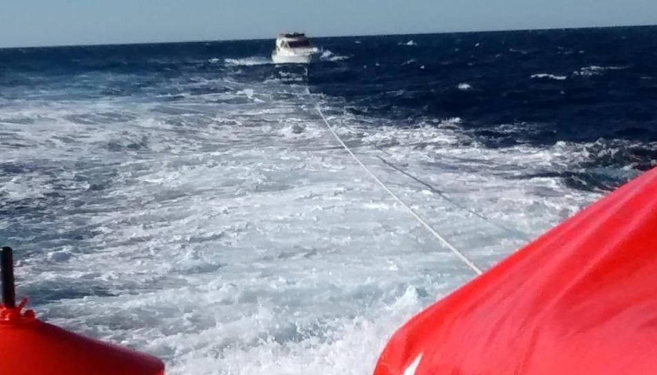 Salvament Marítim ha remolcat tres embarcacions.